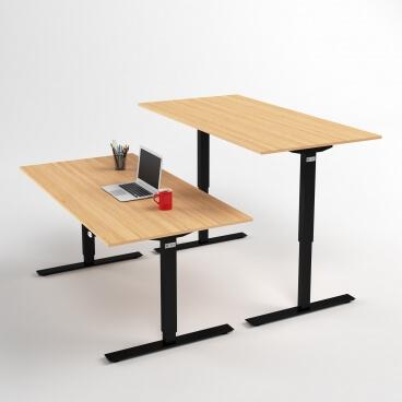 hoj-och-sankbart-skrivbord-svart-stativ-och-ek-skiva